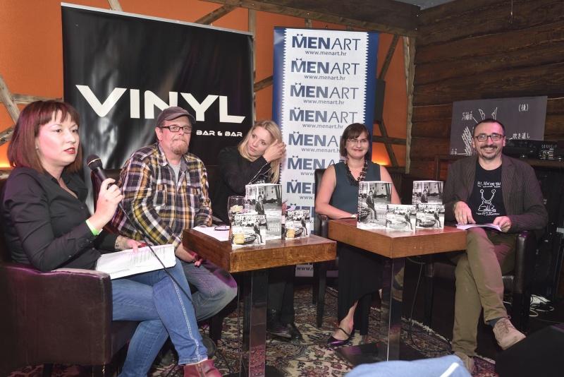 """Obožavatelji s oduševljenjem dočekali autobiografiju """"Born To Run"""" i CD """"Chapter And Verse""""!"""