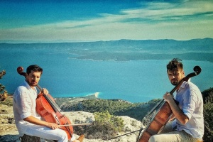 "2CELLOS ""Chairots of Fire"""