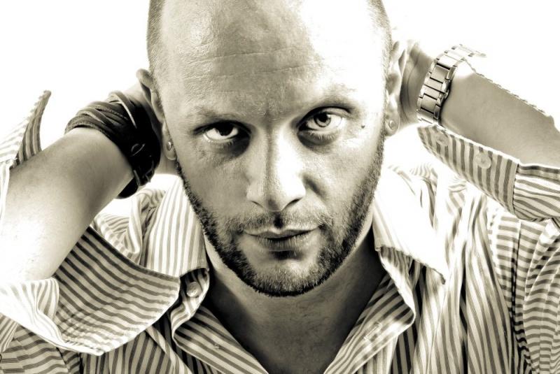 """Elvir Bandić – poslušajte live verziju pjesme """"Noć i dan"""""""