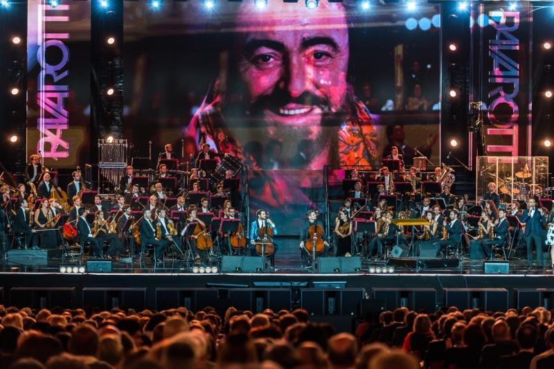 2CELLOS svirali u čast Pavarottiju!