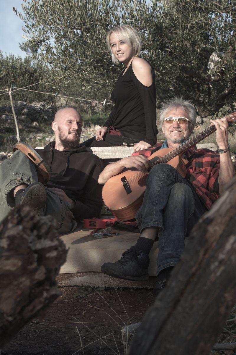 """Neobična suradnja na novom Sassjinom albumu """"No problemo"""" - Savana feat. Darko Rundek"""