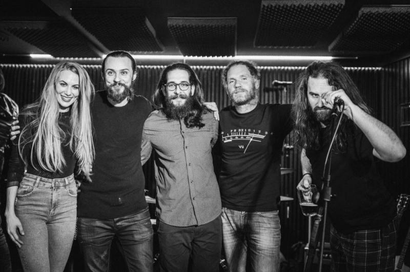 Nastupom u pubu Booze and Blues, grupa LES predstavila aktualni studijski album Bronca i upoznali publiku s novim članom benda!