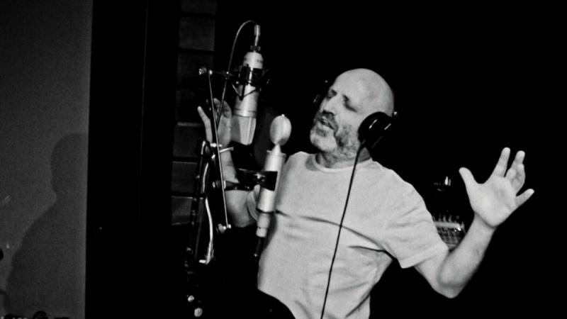 Epilogom Kuće bez krova zatvara se poglavlje autobiografskog albuma Mile Kekina
