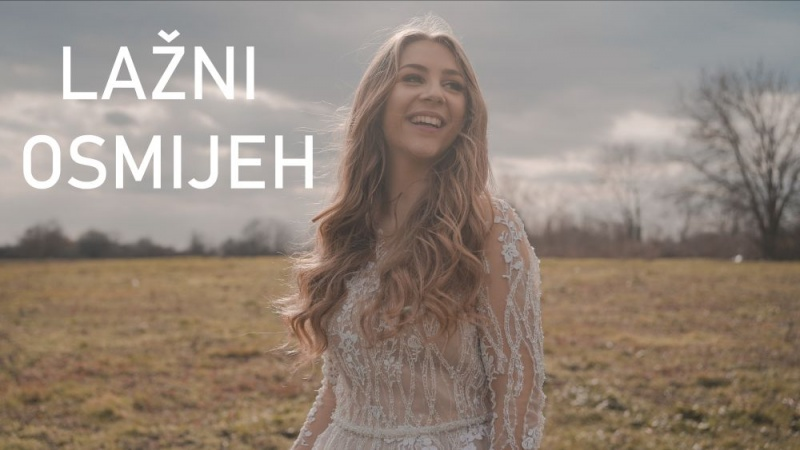 """Pobjednica prošlogodišnjeg DarFesta predstavlja novi singl – pogledajte spot za pjesmu """"Lažni osmijeh"""" koji nam donosi Anđela"""