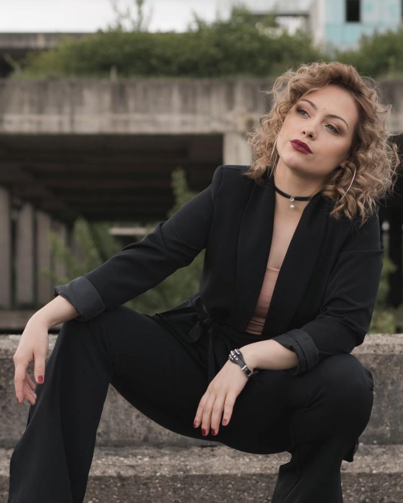"""Novom pjesmom """"Ne vrti me u krug"""" Andrea Kadić sigurnim koracima juri prema vrhu"""